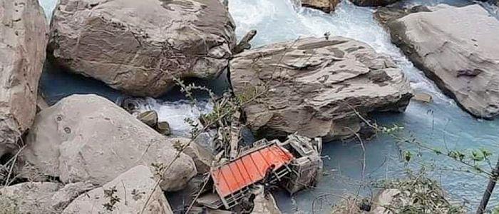 मर्स्याङ्दी नदीमा ट्रक खस्दा एक नाबालकसहित एकै परिवारका ३ जनाको मृत्यु , ५ घाइते