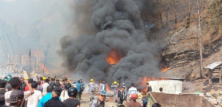 ताप्लेजुङ भिषण आगलागी हुँदा ४९ घर जलेर नष्ट, तत्कालका लागि पीडितलाई १५ हजार वितरण गरिने